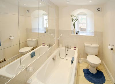 How to Make a Small Bathroom Look Bigger - Tips on How to ...