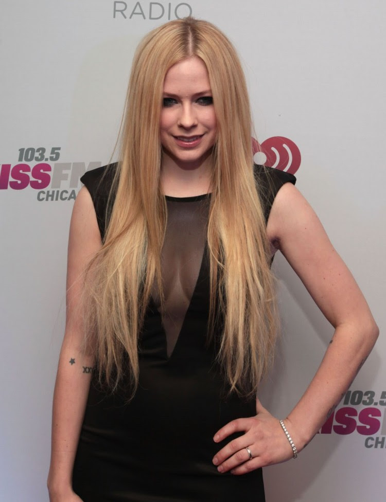 Avril-Lavigne-at-103.5-Kiss-Fm-Jingle-Ball-in-Chicago-Photo-Pictures-5