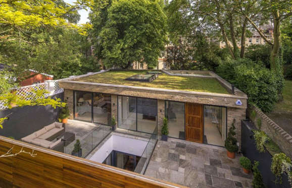 Located opposite the biggest open space in north London, Hampstead Heath, this three-bedroom house has been built so that the majority of the house is underground.