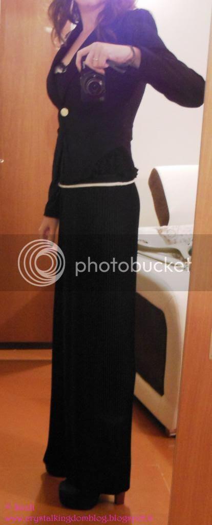 d710142480841c Giacca nera Zuiki Maglietta in tulle nero trasparente con sotto top panna  Pimkie Pantaloni larghi plissettati neri Zuiki