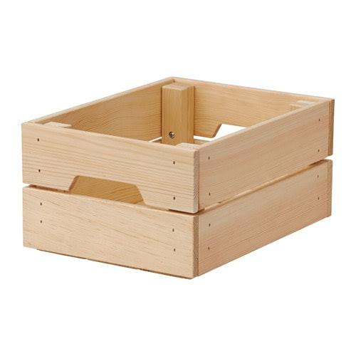 KNAGGLIG Contenitore IKEA È resistente e quindi ideale per organizzare barattoli e bottiglie.