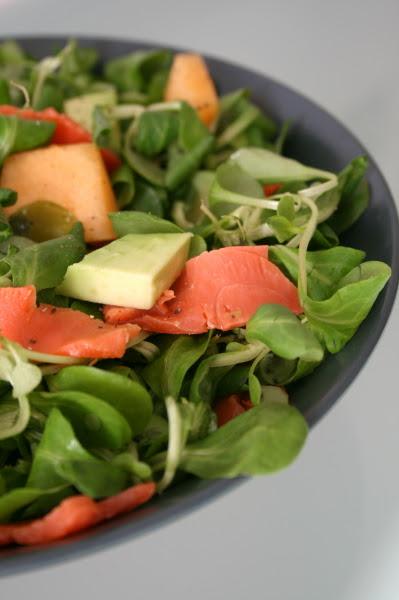 insalata di salmone, avocado e melone