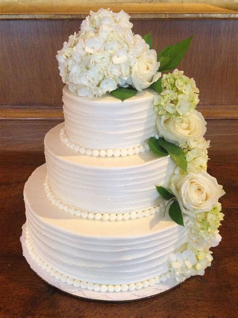 Simple & Elegant Wedding Cake w/ flowers   Wedding ideas