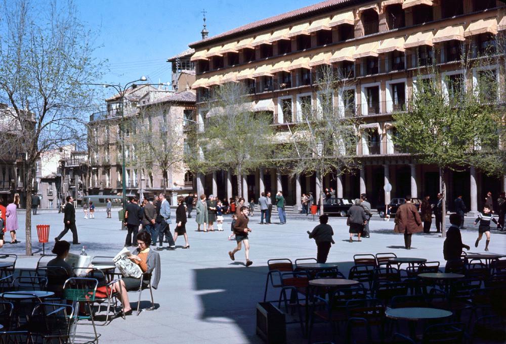 Plaza de Zocodover de Toledo en 1967. Fotografía de John Fyfe