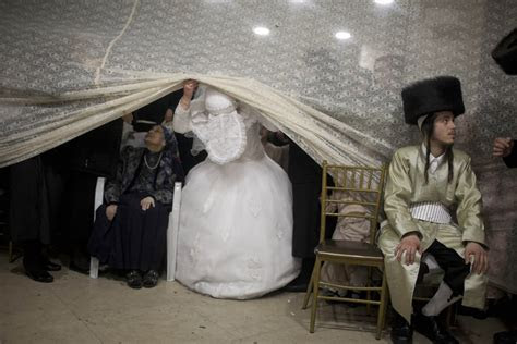 19 Stunning Pictures Of An Ultra Orthodox Jewish Wedding