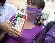 Le proteste del Popolo Viola nel 2010 (Emblema)