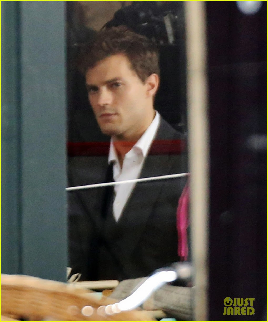 jamie dornan filming fifty shades of grey first photos on set 04