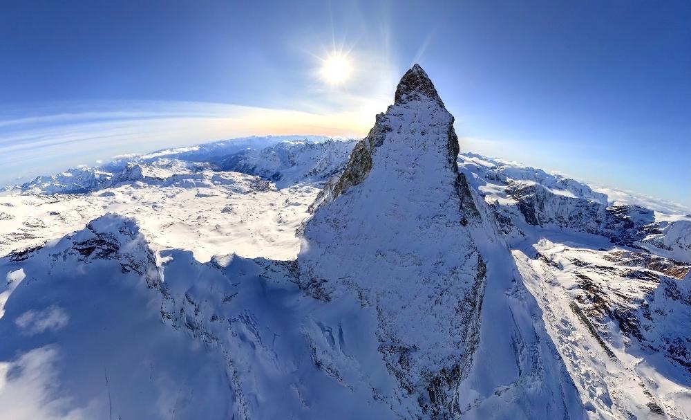Ηλιοβασίλεμα πάνω από το βουνό Matterhorn  που βρίσκεται στην Γερμανία και αποτελεί μέρος των Άλπεων.