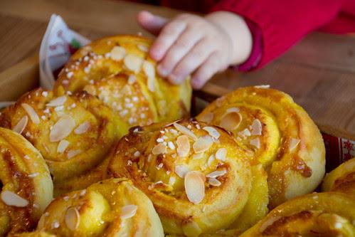 Saffron & marzipan rolls / Safrani-martsipanisaiad