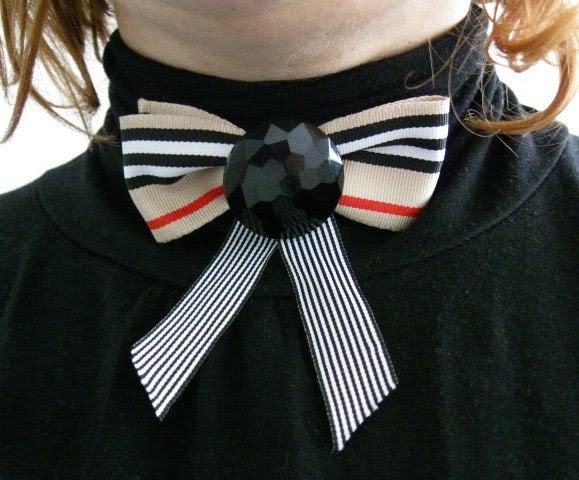 Burberry Bow brooch