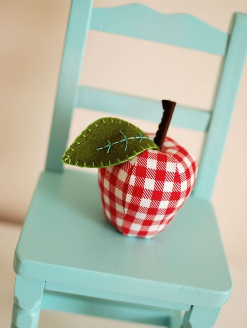 Apple pincushion by Retro Mama
