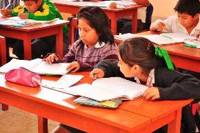 Pequeñas empresas de 8 regiones producirán más de 100,000 carpetas escolares. Foto: ANDINA/Difusión.