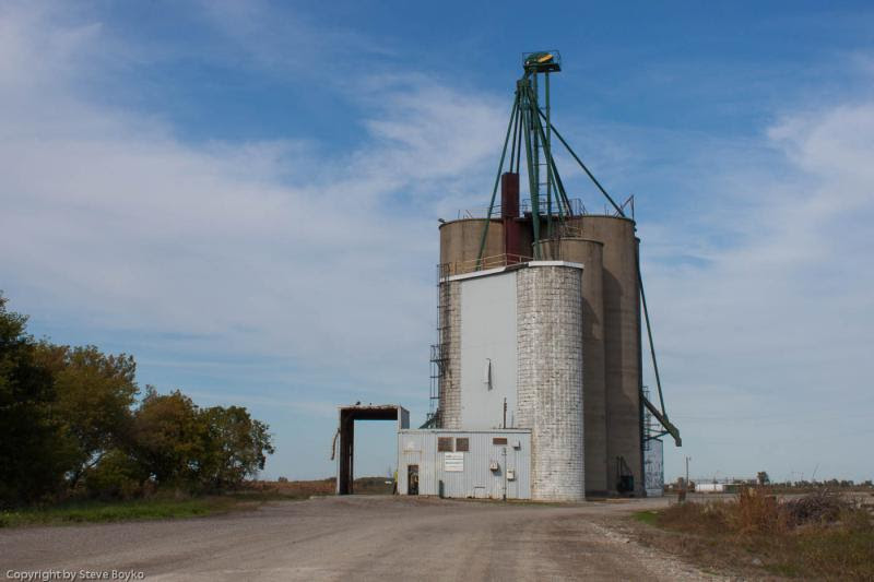 Grain elevator in Staples Ontario