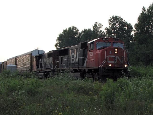 CN 5736 in McGivney, 2008/07/27
