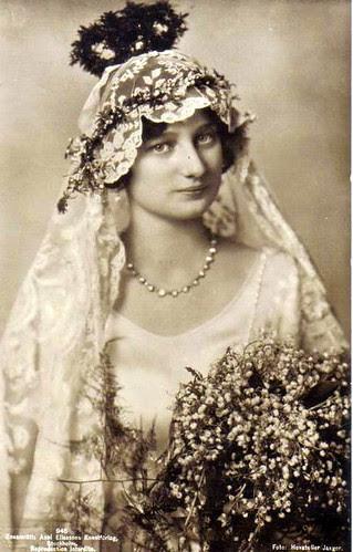 Kronprinzessin Astrid von Belgien als Braut, Crown Princess of Belgium as bride