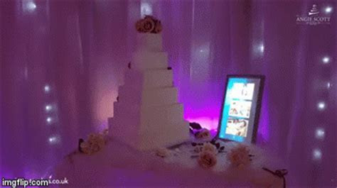 All The Rage: A Projection Mapped Wedding Cake   Geekologie