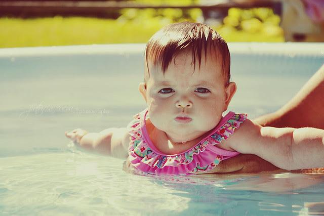 en la piscina...