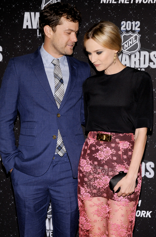 CHIC COUPLE DIANE KRUGER JOSHUA JACKSON NHL ALESSANDRA RICH DRESS TOP BLACK TOP NEON PINK LACE MAXI SKIRT BELTED SMALL BLACK CLUTCH 2
