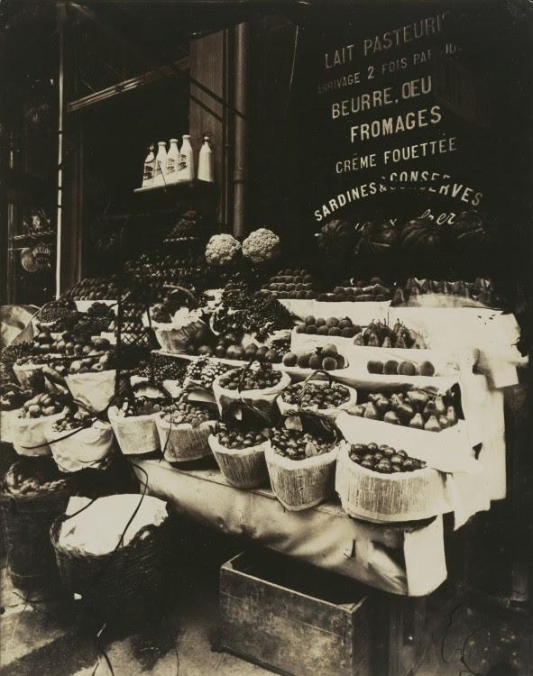 Atget Paris Rue Sainte Opportune 591x750 Le Paris de 1900 par Atget  photographie histoire art