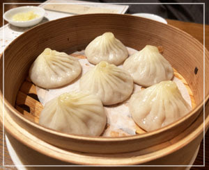 今日は中華食べ放題。小籠包は美味しかった。