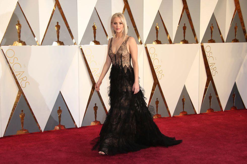 Jennifer Lawrence llegó tarde, pero, esta vez, no se tropezó.