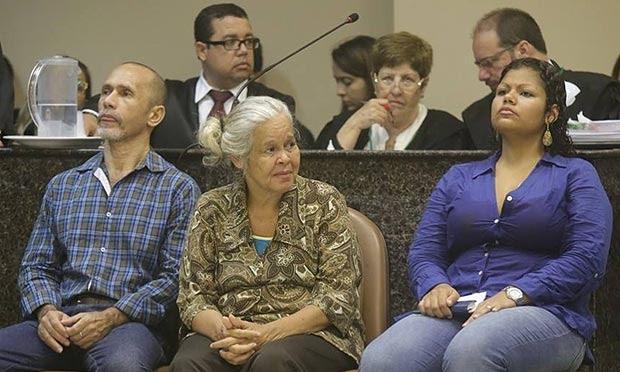 Jorge Beltrão, 52 anos, Isabel Cristina, 53, e Bruna Cristina, 28, são os réus do julgamento / Foto: Luiz Pessoa/ NE10