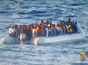 Bebê nigeriano nascido no mar no Natal comove a Itália