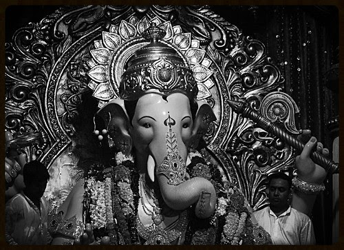 Lalbagh Chya Raja ..Mee Mumbaikar by firoze shakir photographerno1