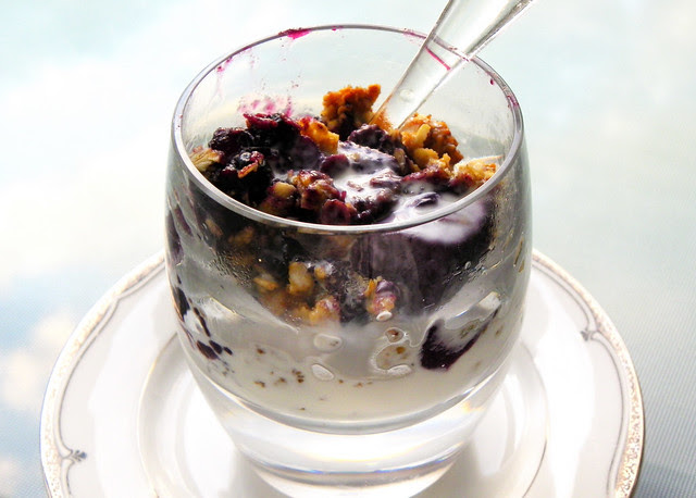 White Peach And Blueberry Crumble