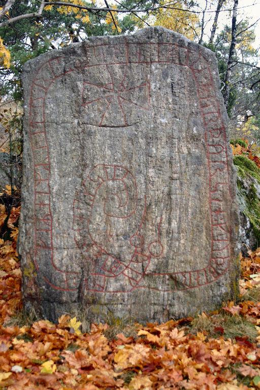 Skogs Ekeby Rune stone