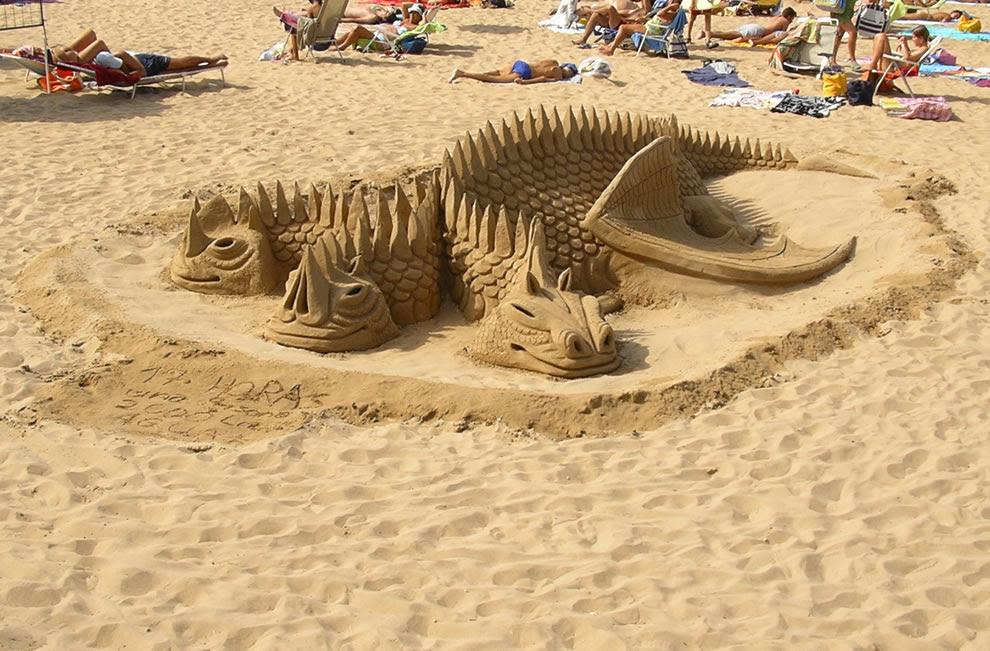 3 Headed Dragon Sand Sculpture