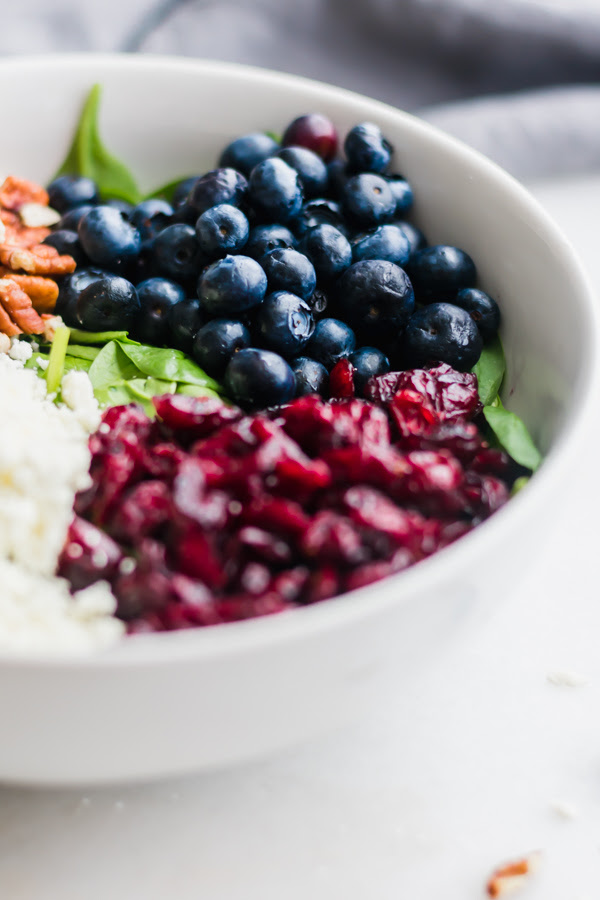 Blueberry Spinach Salad is hither to relieve yous from sorry salads together with ho-hum desk lunches huckleberry spinach salad alongside dearest balsamic dressing