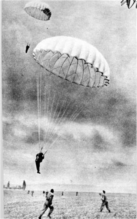 1952 paratroopers | Paratrooper, Airborne army, War