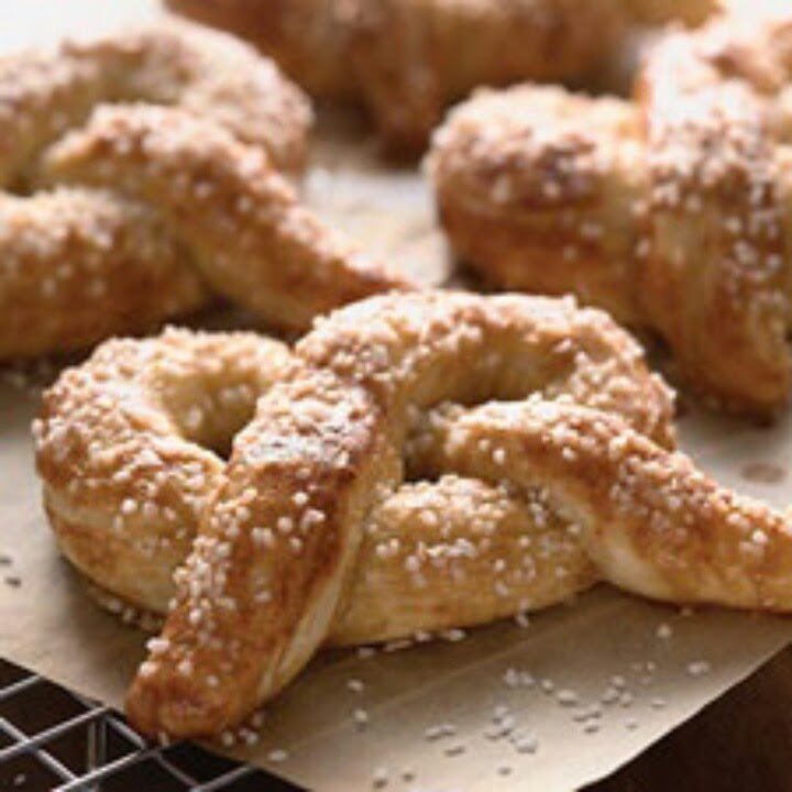 Hot Buttered Soft Pretzels : King Arthur Flour