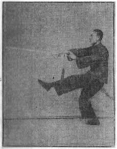 《昆吾劍譜》 李凌霄 (1935) - posture 22
