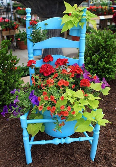 Old chair to planter.  <3