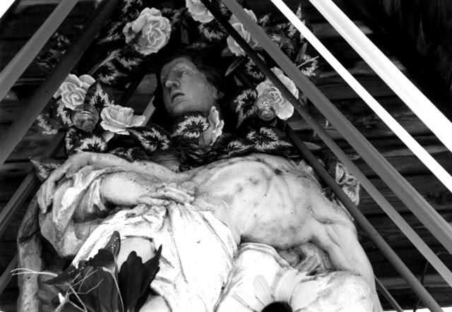 Fałków. Pieta - figura przydrożna 1792 r.. Fot. KW