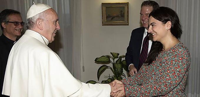 Paloma García Ovejero desmiente el montaje de la bendición del Papa a una pareja homosexual