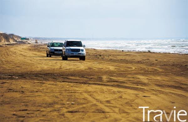 자동차를 타고 모래사장을 달릴 수 있는 치리하마 드라이브 웨이