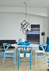Wishbone_chair_in_blue_colors_via_DesignLoversBlog