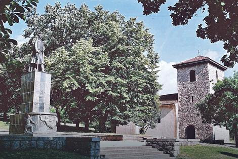 Topola: Stari Karađorđev konak i zemljište površine 3,80 ari
