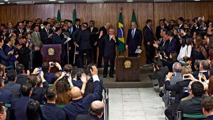 ESPERANÇA Após o discurso de posse, no Palácio do Planalto, Temer atraiu para si todos os holofotes. Começava ali a nova gestão