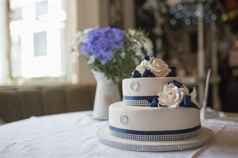 Wedding cake Coventry by MK Wedding Photography
