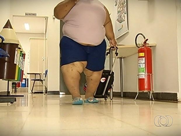 Menino de 9 anos já chegou a quase 130 quilos e luta contra obesidade em Itumbiara, Goiás (Foto: Reprodução/TV Anhanguera)