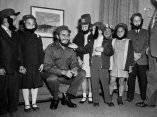 24 de abril. Niños de la escuela Queens saluda a Fidel en el hotel donde se aloja. Se trata de Gene Wolf, Kathy Johnston, Kathy Tableman, David Friedlander, Karen Leland y Robert Boyle. Foto: Revolución.