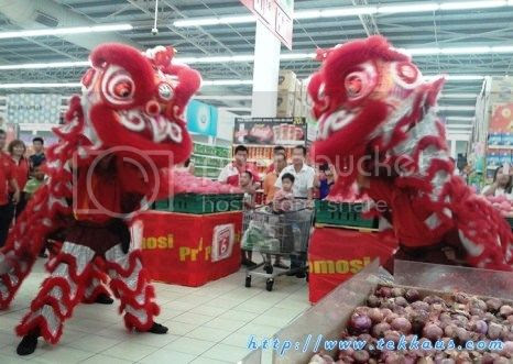 photo 02 Chinese New Year Lion Dance Performance At Tesco Taiping 2015_zpsd5alajkk.jpg