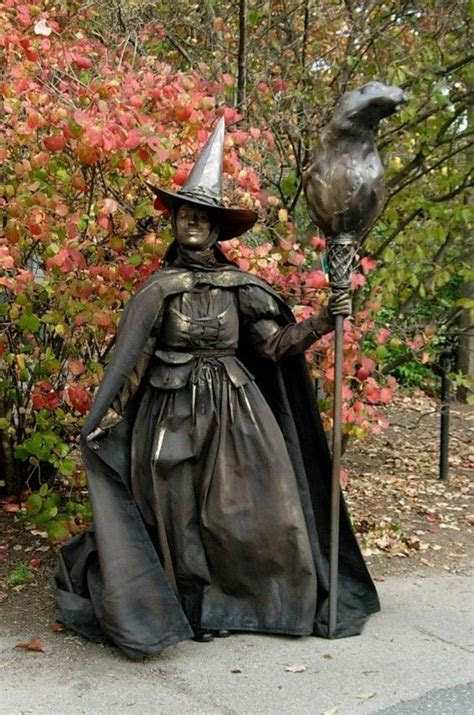 The Wicked Witch? Living Statue   Perfect for a Halloween