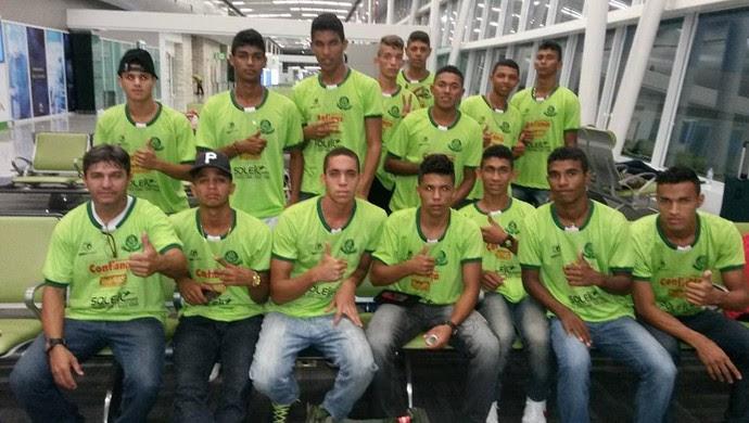 Jogadores do Palmeira de Goianinha - aeroporto (Foto: William Souto/Divulgação)