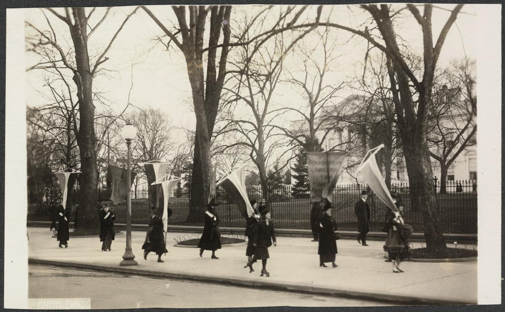 1917 Maryland Suffragettes picket White House.png
