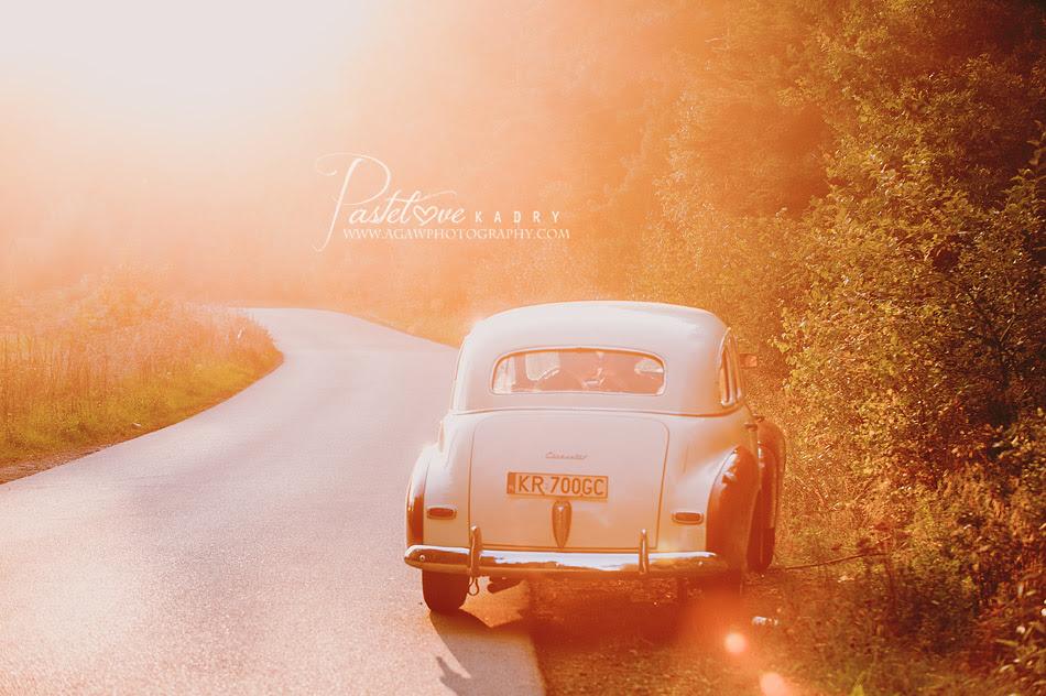 sesja ślubna samochód